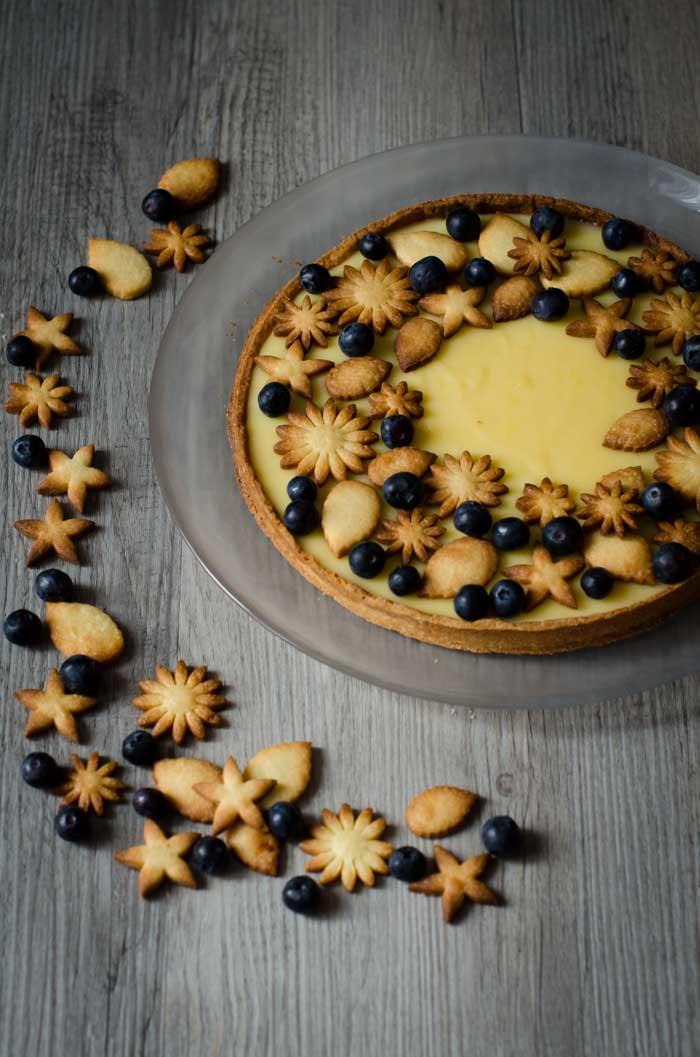 Tarte aux citrons, myrtilles et biscuits croquants