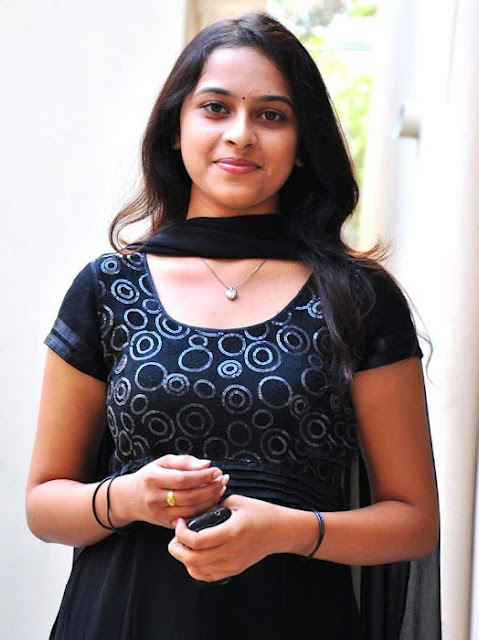 Tamil Actress Sri Divya New Photos