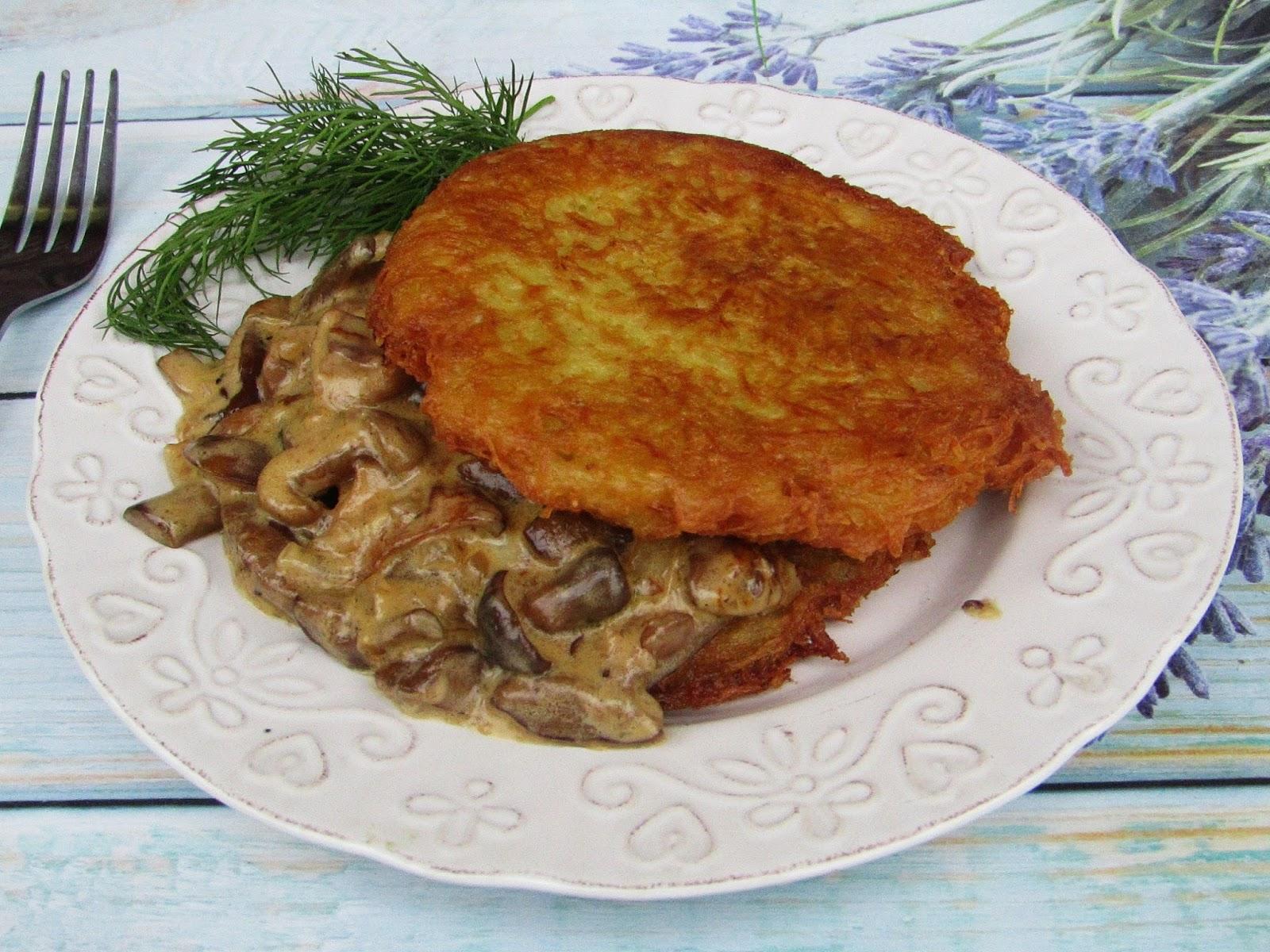 Tradycyjna Kuchnia Kasi Placki Ziemniaczane Z Sosem Grzybowym