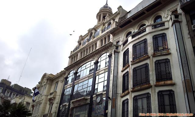Edifícios ecléticos e pré-modernistas na via Sarandi, Cidade Velha, Uruguai