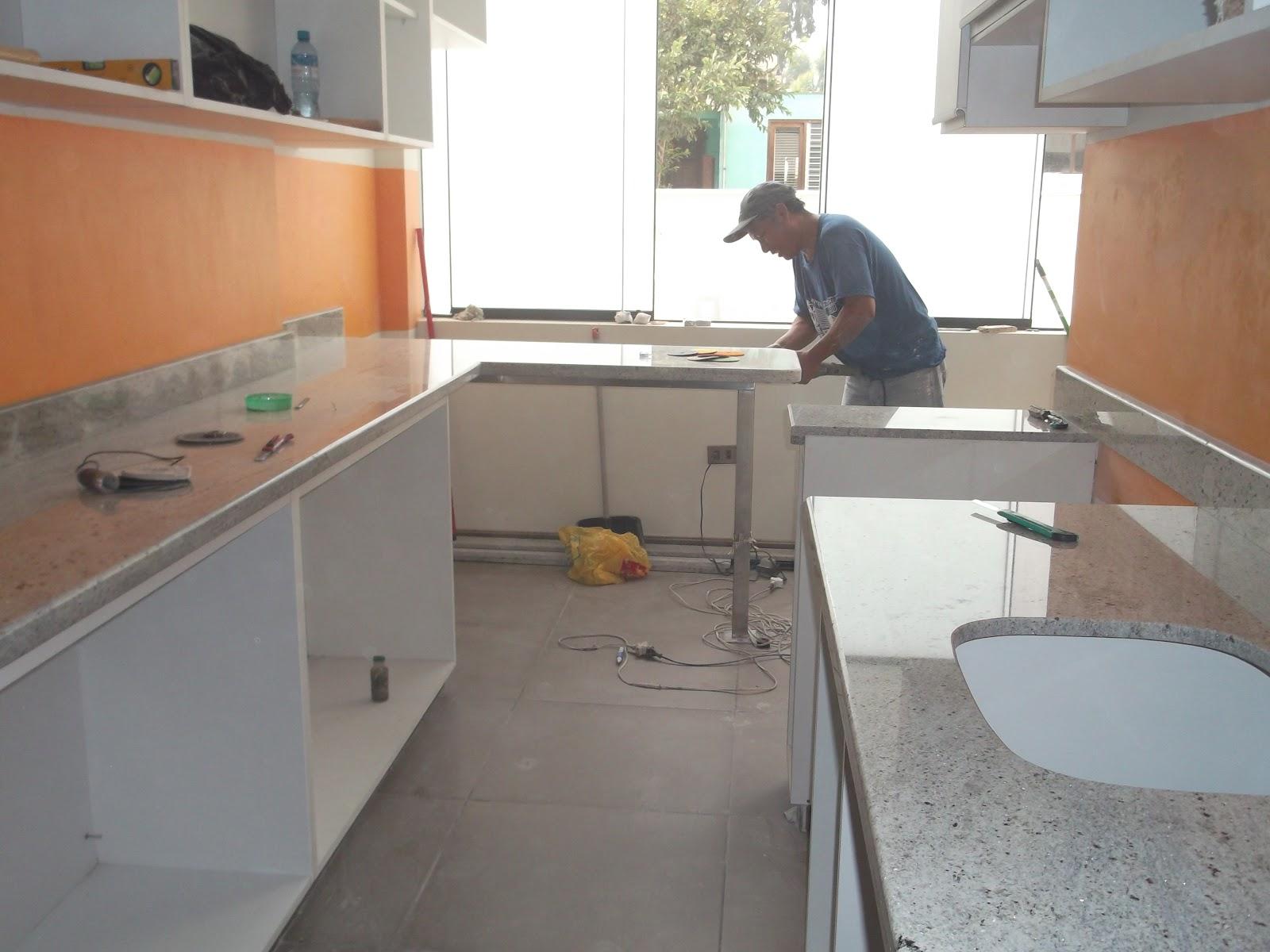 Cocina Con Mesa De Granito | Cocinas Blancas Con Isla Decoracion ...