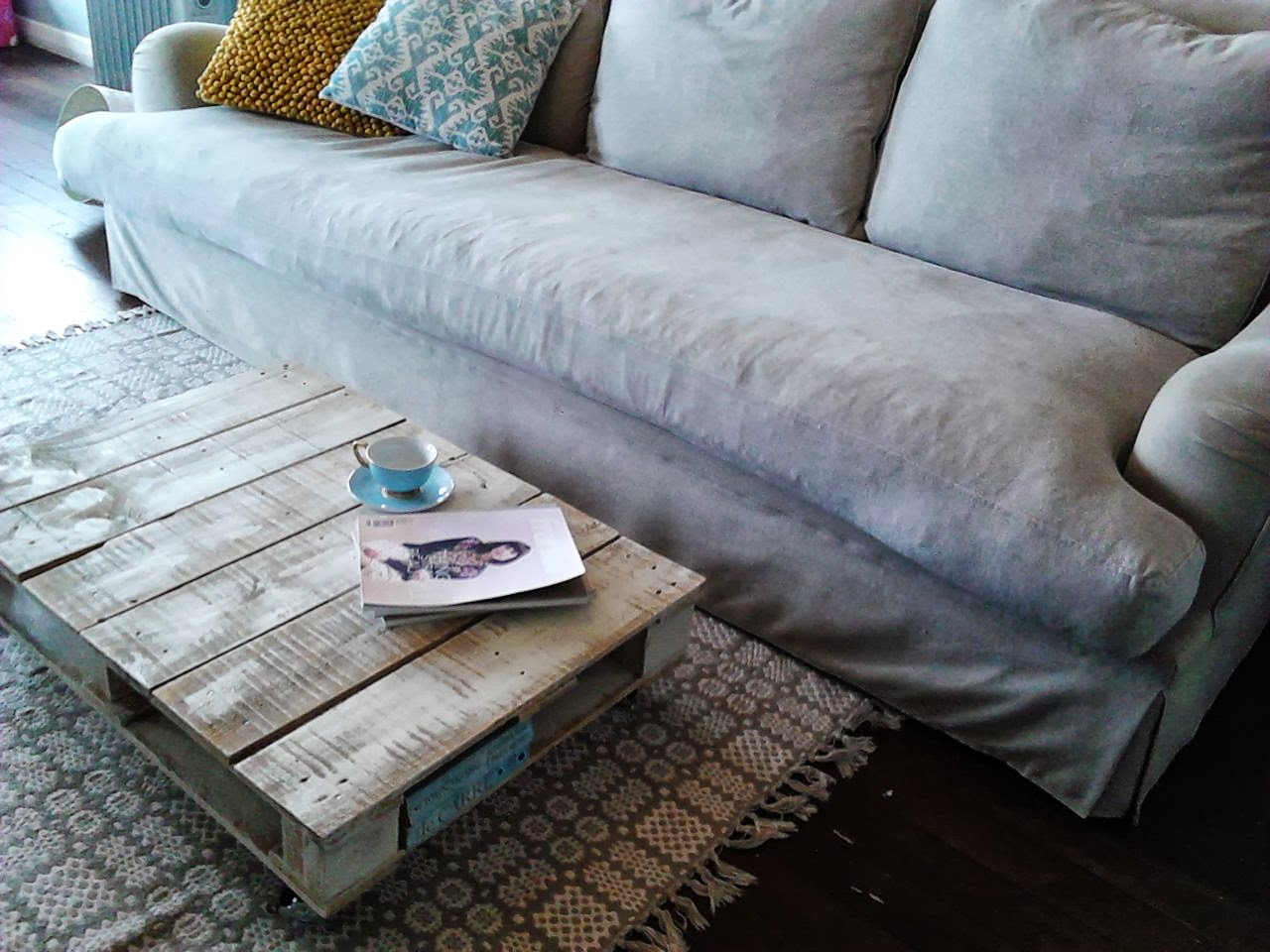 Chamomile Amp Peppermint Diy Up Cycled Pallet Coffee Table