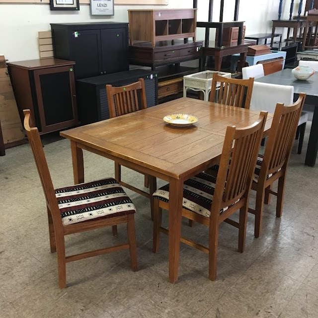 Mission Style Oak Table with Leaf & 5 NZO Chairs - $295