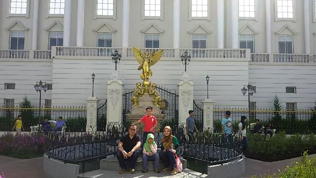 buckingham palace museum angkut malang wisata edukasi seru di kota batu jawa timur nurul sufitri blogger mom lifestyle pegipegi liburan tempat wisata indonesia