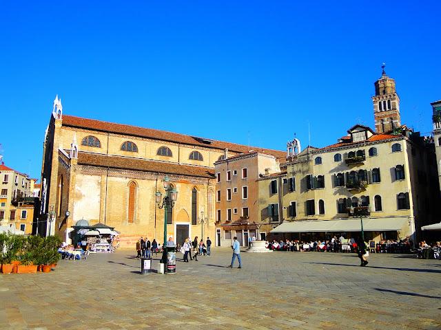 Campo Santo Stefano, se stejnojmenným kostelem, Benátky