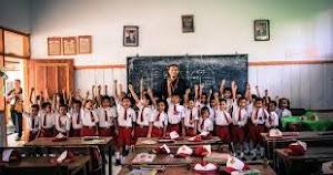 Penghasilan Seorang Guru Bisa Mencapai 20-50 Juta bahkan Ratusan Juta per Bulan