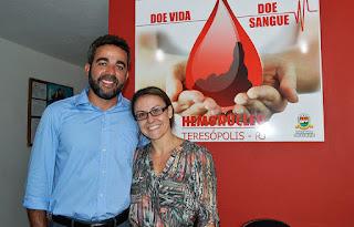 Jéssica Campo e Antonio Julio Guimarães: facilitando o cadastramento dos potenciais doadores de medula óssea de Teresópolis ao banco de dados nacional
