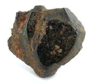 Mineral Ilmenit, Gambar, Struktur, Rumus Kimia dan Kegunaan Mineral Ilmenit
