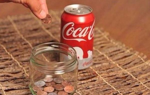 cach-tay-ri-set-tren-inox-bang-coca-cola