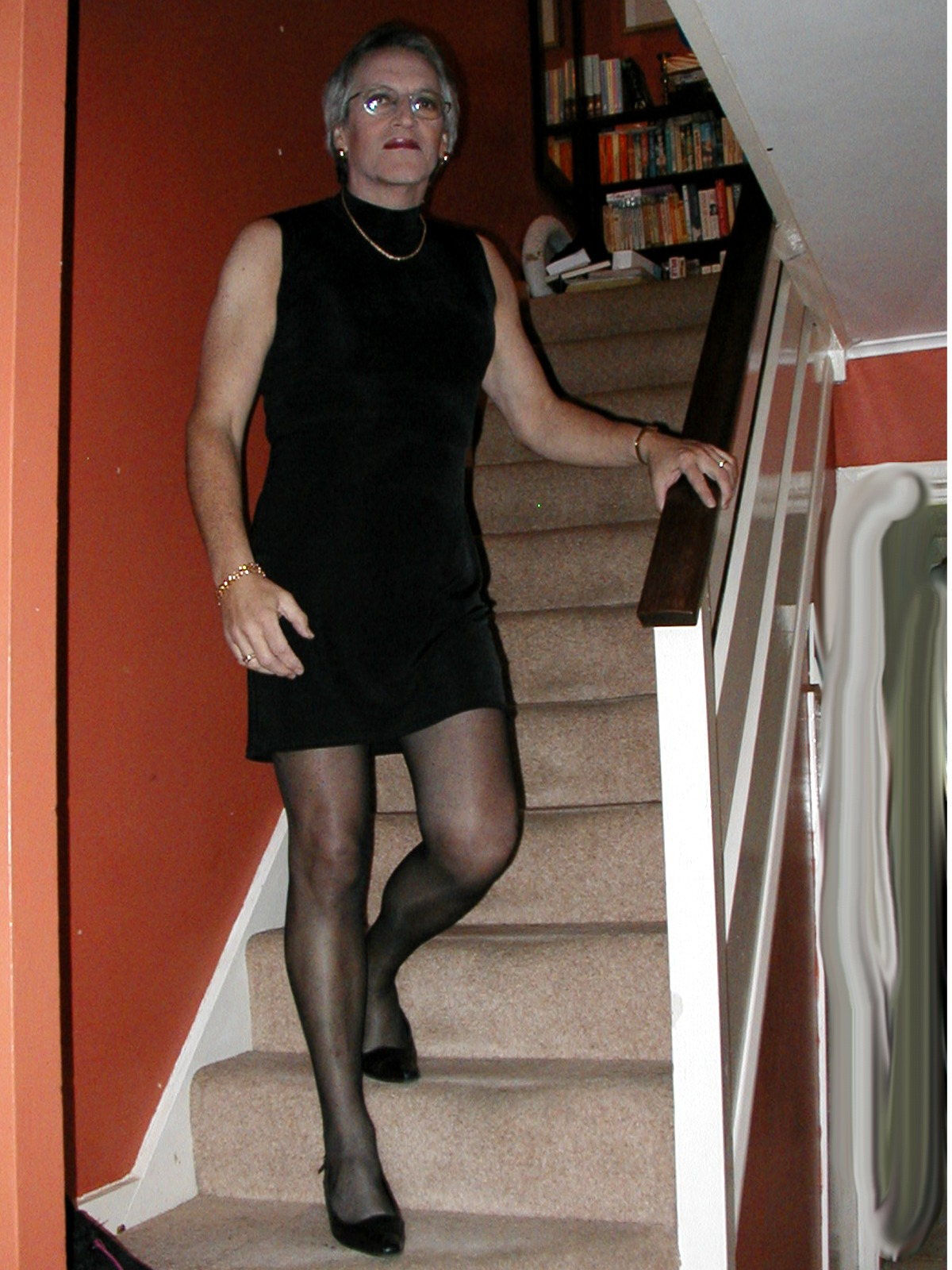 Crossdresser pantyhose runs, oral sex with older women