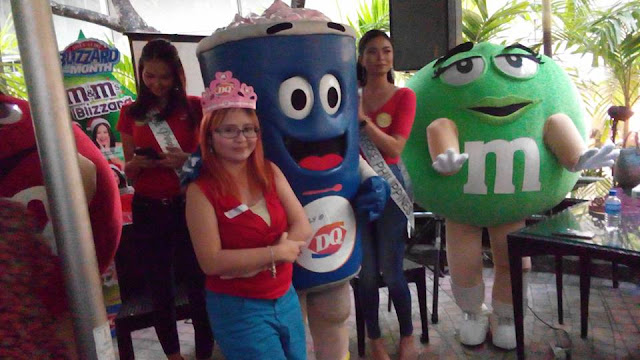Me with the friendly dancing mascots of Dairy Queen, Green and Red, and the 2016 Bb. Pilipinas winners. Of course ninja moves as there are many who wanted to take pics with them!