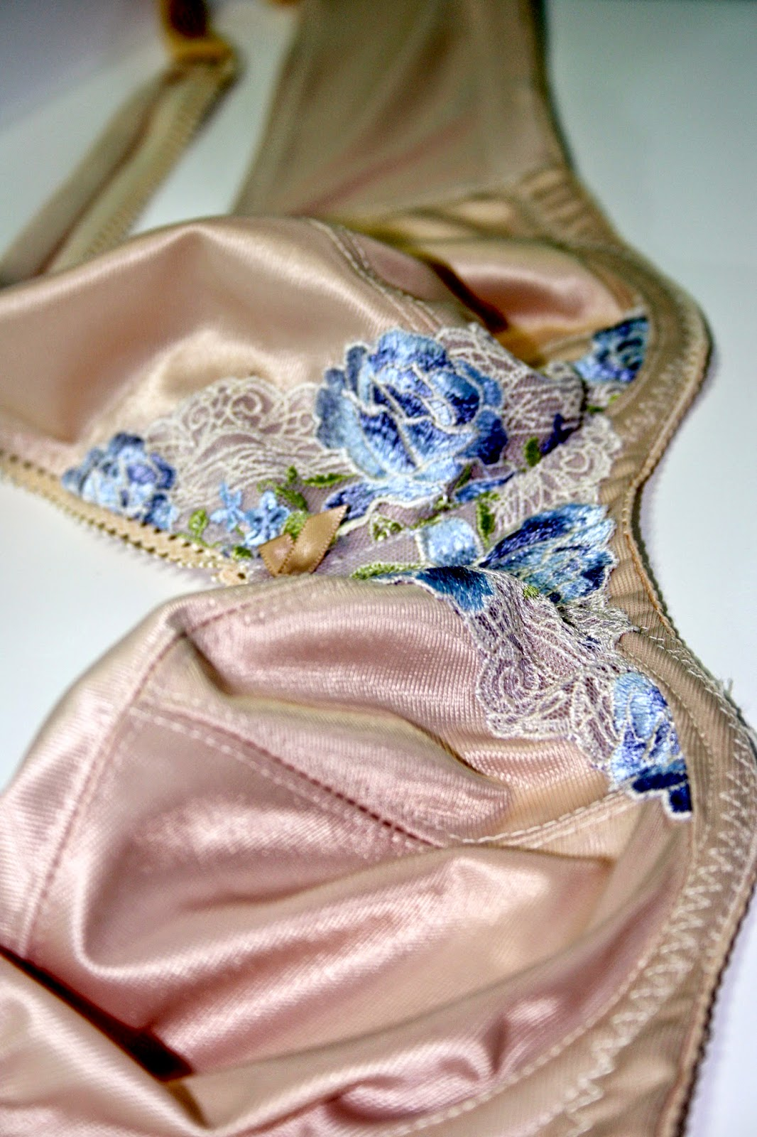 Custom lingerie sewing. www.isitreallysewstrange.blogspot.com