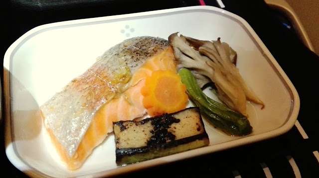 JAL business class Japanese flight meal ビジネスクラス和食2