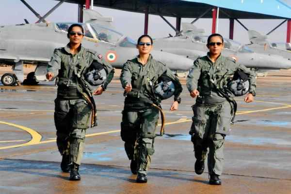 india-first-iaf-women-fighter-plane-pilots-bhawana-avai-and-mohana