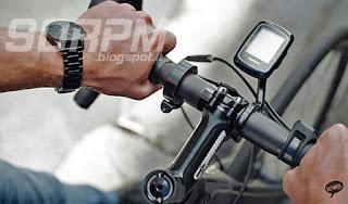 Il percussore è facilmente attivabile con il pollice ed è posizionato in maniera ergonomica