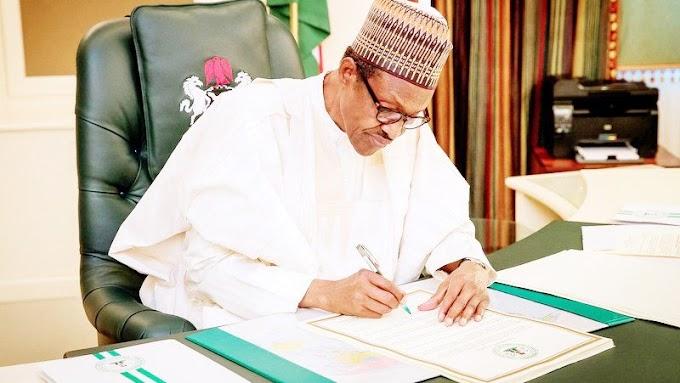 Breaking: President Muhammadu Buhari signs 2018 Budget