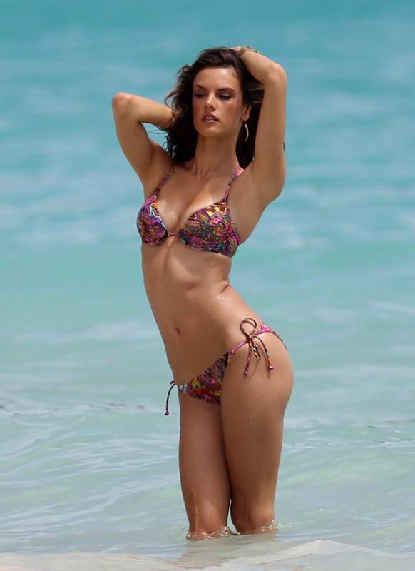 Alessandra Ambrosio Bikini Nude Photos 73
