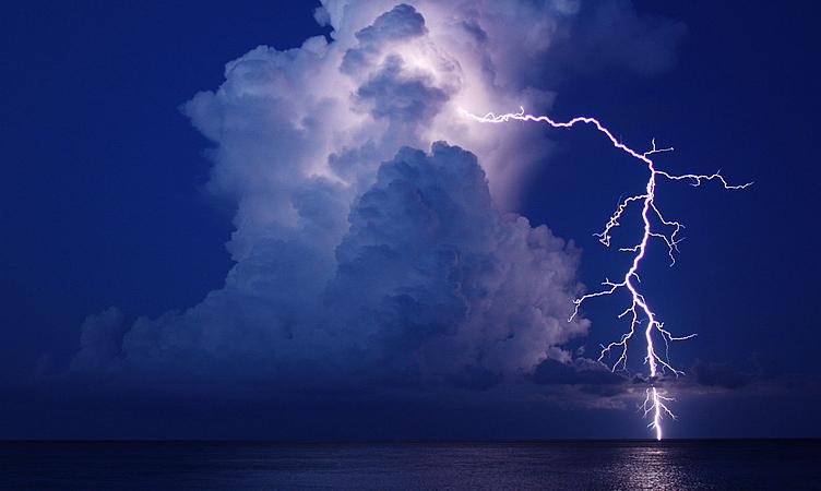 Como estimar a distância que um raio caiu?