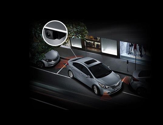 Hệ thống an toàn có cảm biến trước sau và camẻa lùi trên Kia Cerato 2017