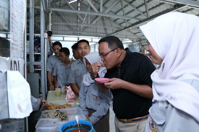 Kenang Masa SMA, Bupati Muba Santap Siang di Kantin SMAN 1 Palembang