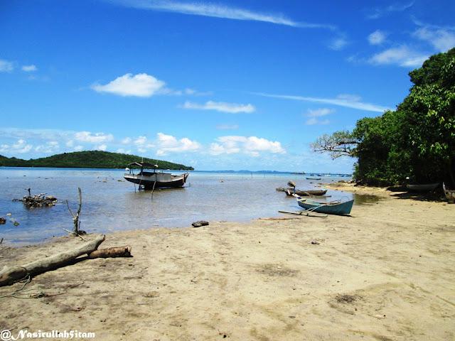 Pantai Cikmas Karimunjawa