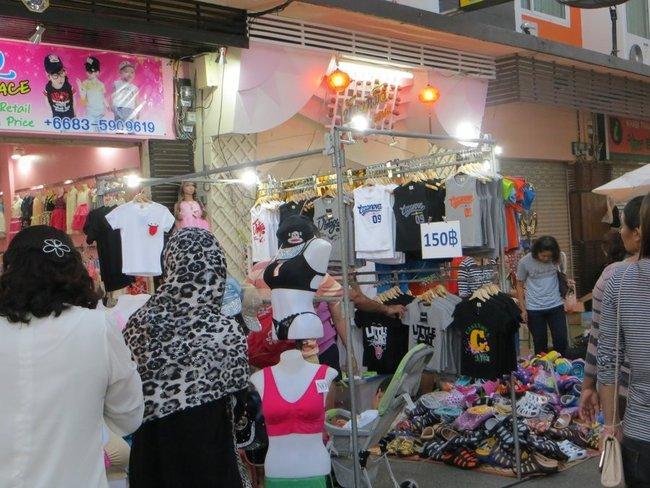 футболки и босоножки на тайском рынки