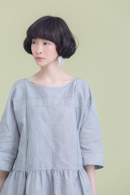 傘狀下擺造型壓紋條紋衫