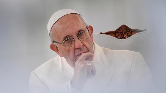 """Un cardenal califica al papa Francisco de """"maquiavélico astuto de sangre fría"""" y """"mentiroso"""""""