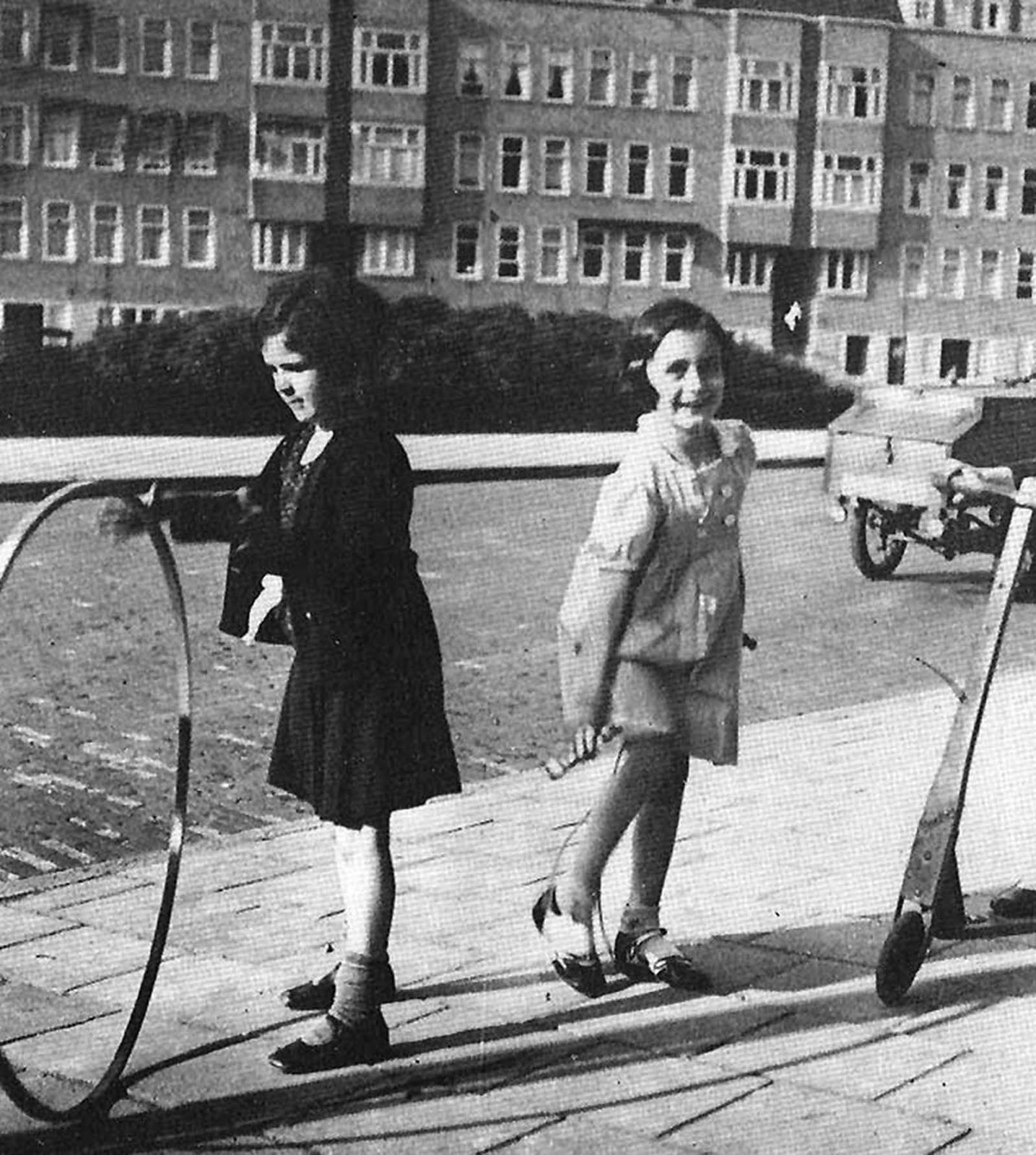 Anne Frank and Sanne Ledermann.