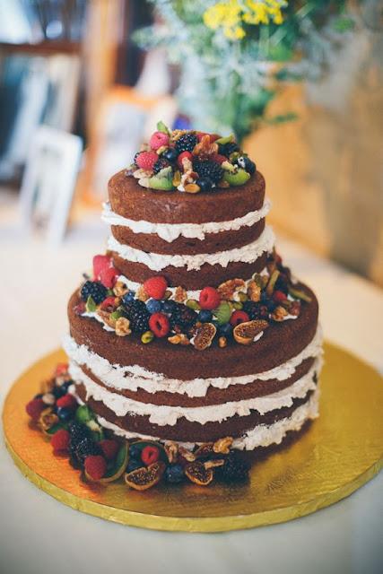naked cake z truskawkami, tort rustykalny z owocami