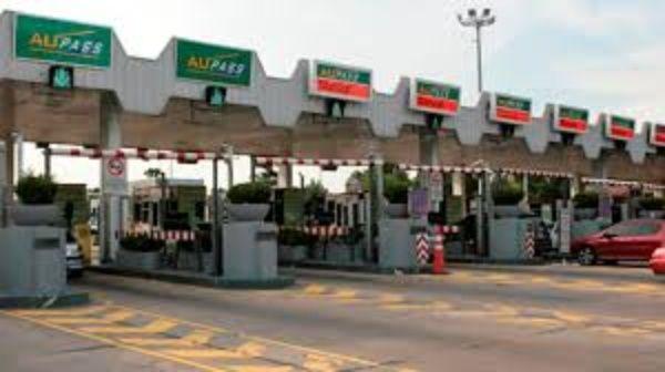 Macri inicia año con aumento en gasolina, peaje y parqueaderos