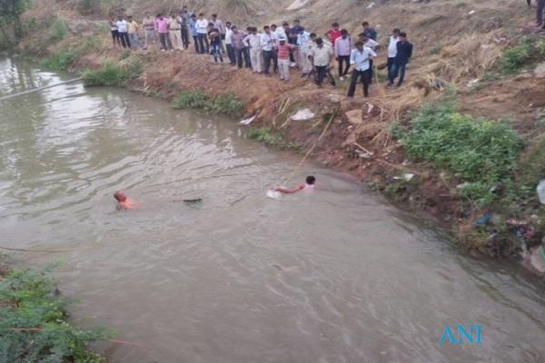BREAKING: हरियाणा की नहर में एम्बुलेंस गिरी