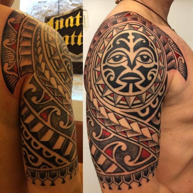 tatuaje en el hombro maori para hombre