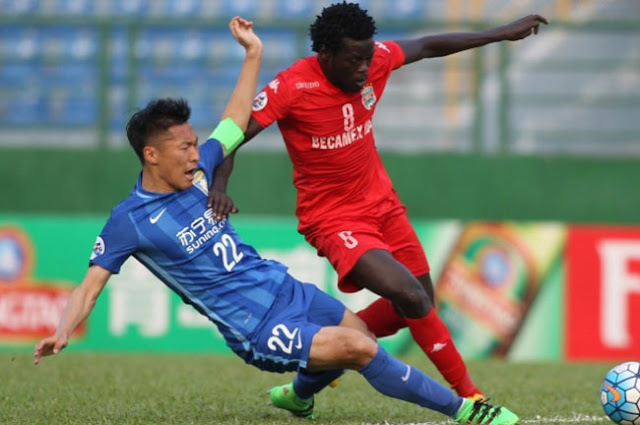 Becamex Binh Duong's Moses Oloya (right) is expected to return from injury ahead of the upcoming fixture against Jeonbuk Hyundai Motors.