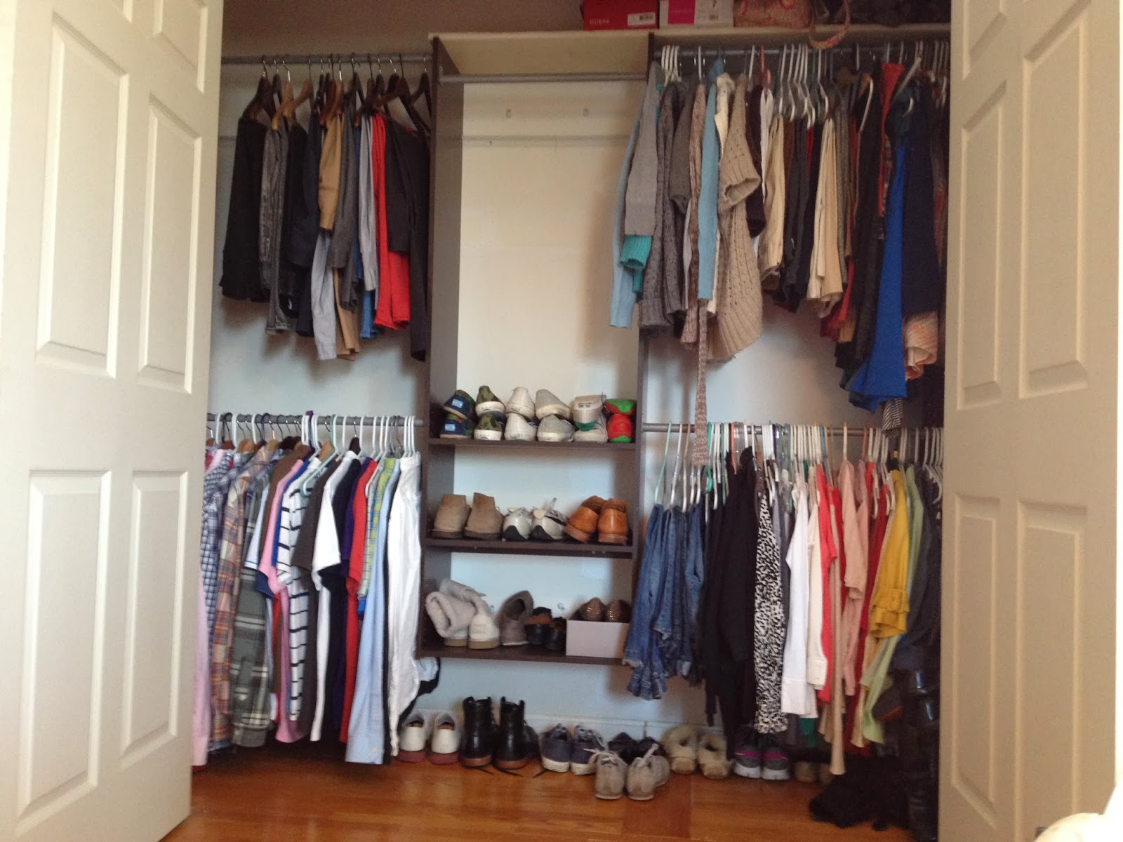two it yourself best small closet system to maximize organization and space. Black Bedroom Furniture Sets. Home Design Ideas