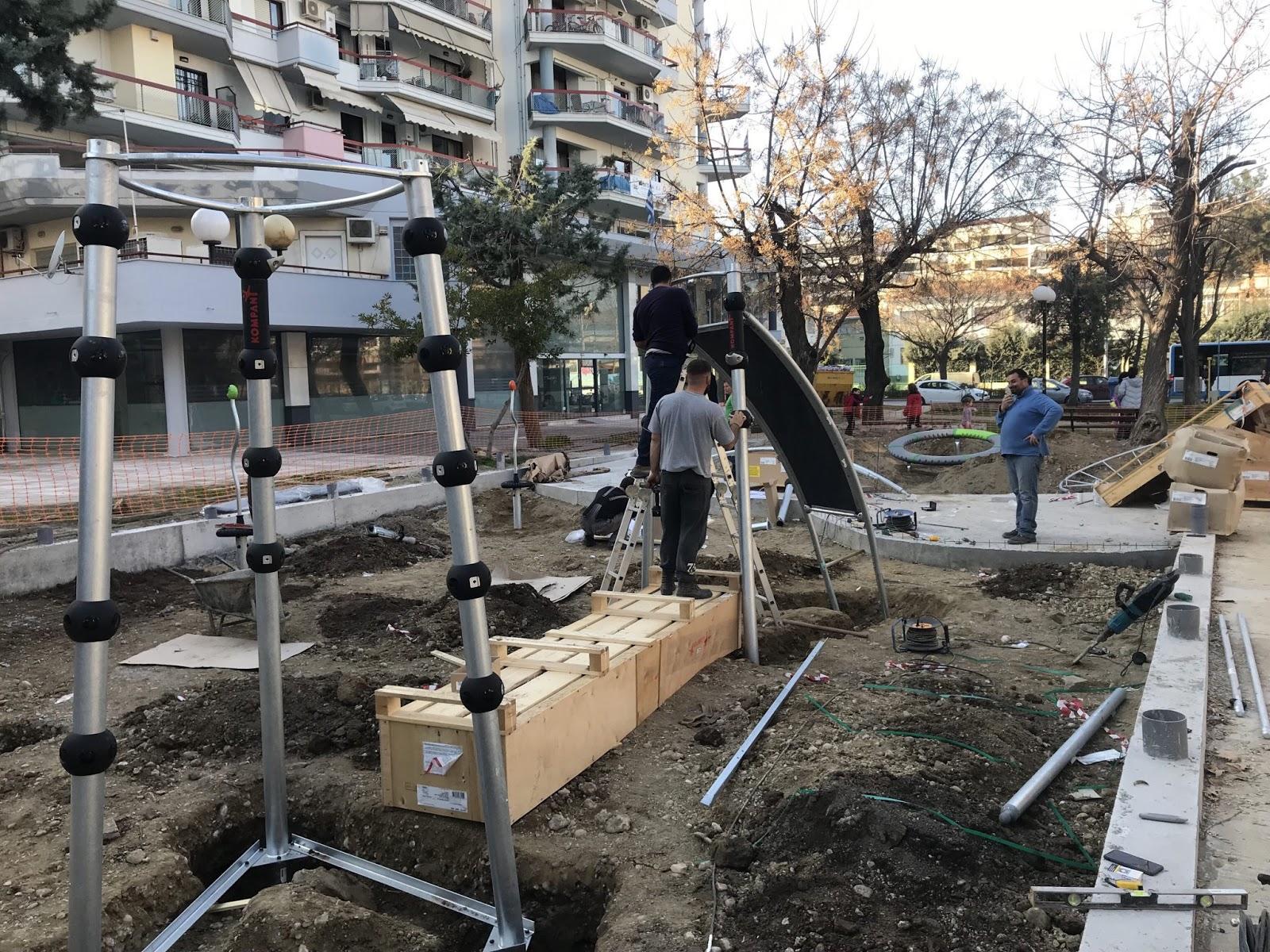 Παραδίδεται η νέα παιδική χαρά στην πλατεία Αβέρωφ στη Λάρισα