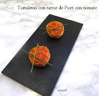 Tartaletas de fuet con tomate