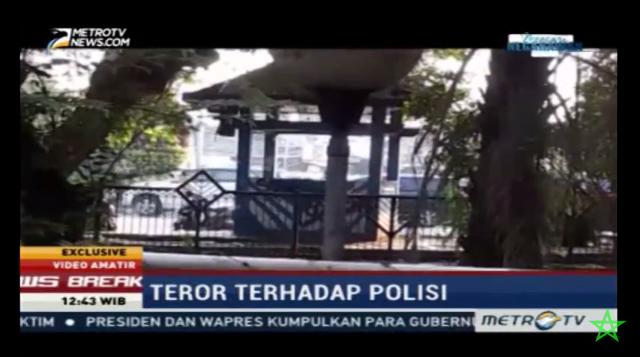 Penyerangan terhadap Kapolsek Tangerang Kota Kompol Effendi dan 4 orang anggotanya ternyata terekam kamera warga. Di video ini, pelaku yang diketahui bernama Sultan Azianzah (22) nampak menyerang polisi dengan sebilah golok