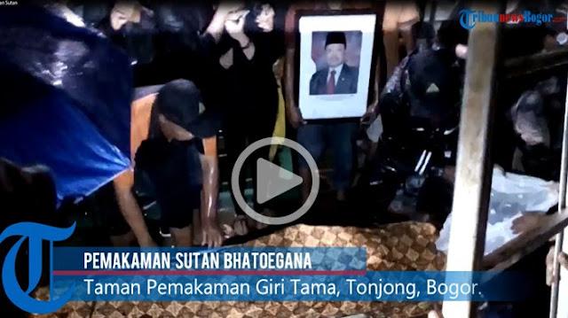Cuaca Ekstrem Warnai Pemakaman Sutan Bhatoegana, Tenda Sampai Rubuh, Lihat Videonya