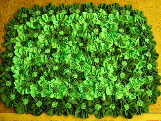 Neide Aranha Tapete Com Flores De Fuxico
