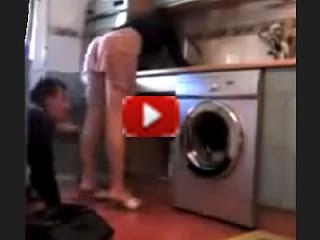 Il marito geloso, l'idraulico e la telecamera nascosta