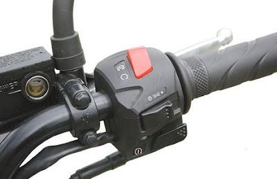 Mahindra Mojo Tourer Edition power butten