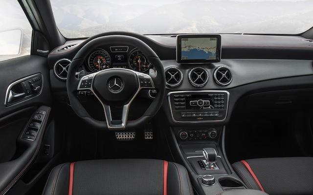 Mercedes AMG GLA 45 4MATIC trang bị đầy đủ các tiện ích