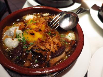 La Tapería, fried eggs blood sausage
