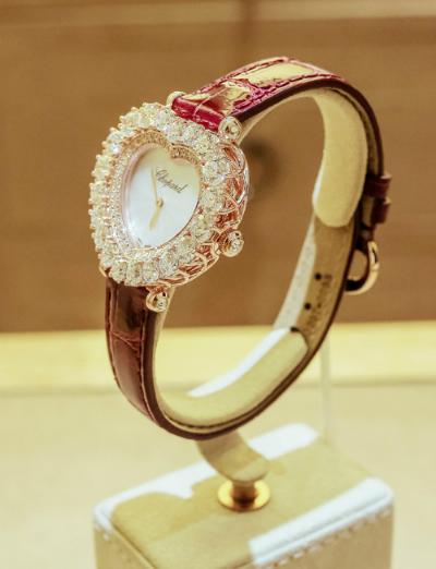 đồng hồ có giá gần 1,5 tỷ của chiopard L'Heure du Diamant