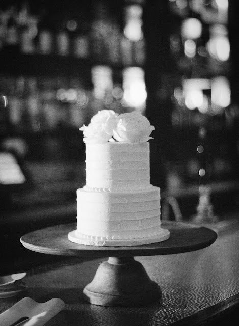 Wedding cake for an intimate wedding at Locanda Verde | Karen Hill Photography