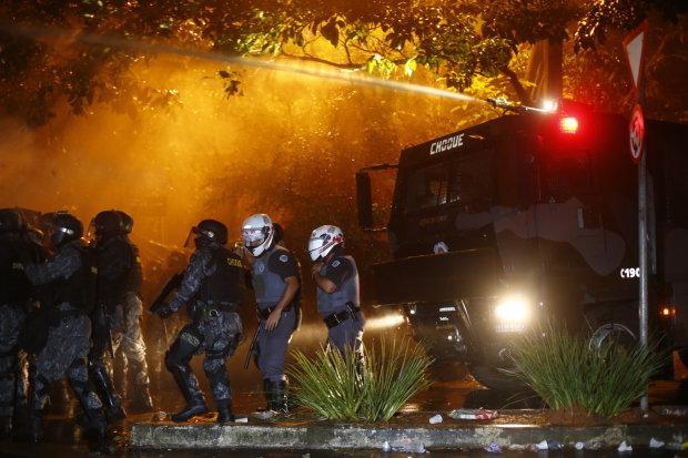 Polícia expulsa grupo acampado perto da casa de Temer em SP