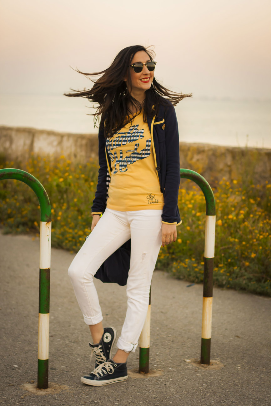 Navy look with yellow and blue