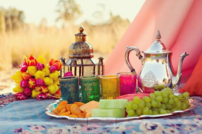 Arabs Decorating