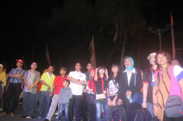Hefriansyah wakil walikota bersama Group Anak Siantar meyaksijakn panggung Pemuda Kreatif HUT kota Pematangsiantar ke 146 tahun, Sabtu malam (22/04/2017)